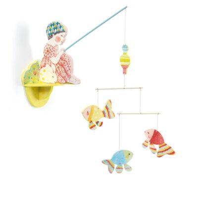 Függődísz, Horgászó lányka - Fishergirl (Djeco, DD04355, gyerekszoba dekor, 0-12 év)