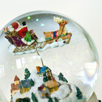 Óriás zenélő karácsonyi hógömb, Mikulás a város felett (ajándéktárgy, 3-99 év)